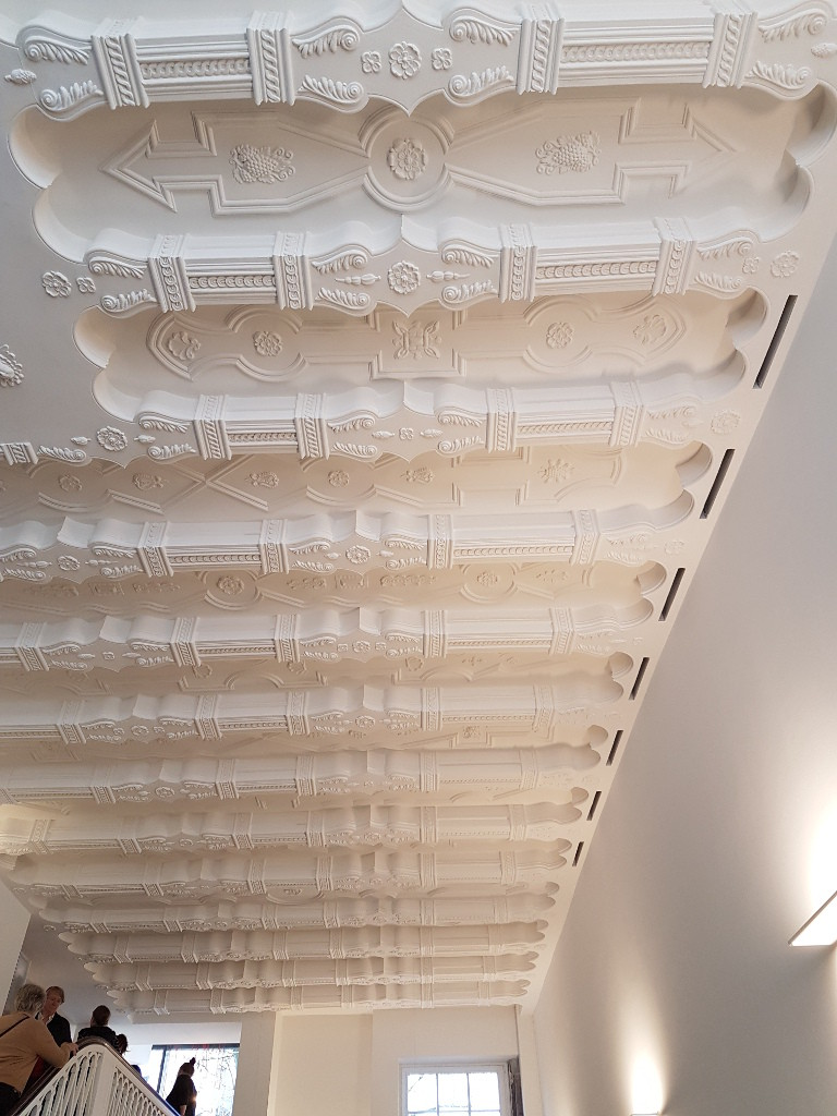 Eine typische Kölner Balkendecke im Haus Balchem