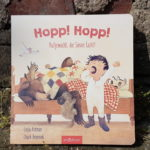 "Das Buch ""Hopp! Hopp! Aufgewacht, die Sonne lacht!"""