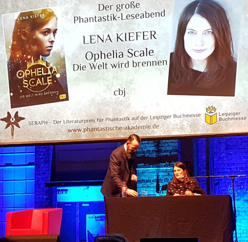 Lena Kiefer beim Phantastik-Leseabend der Leipziger Buchmesse 2019